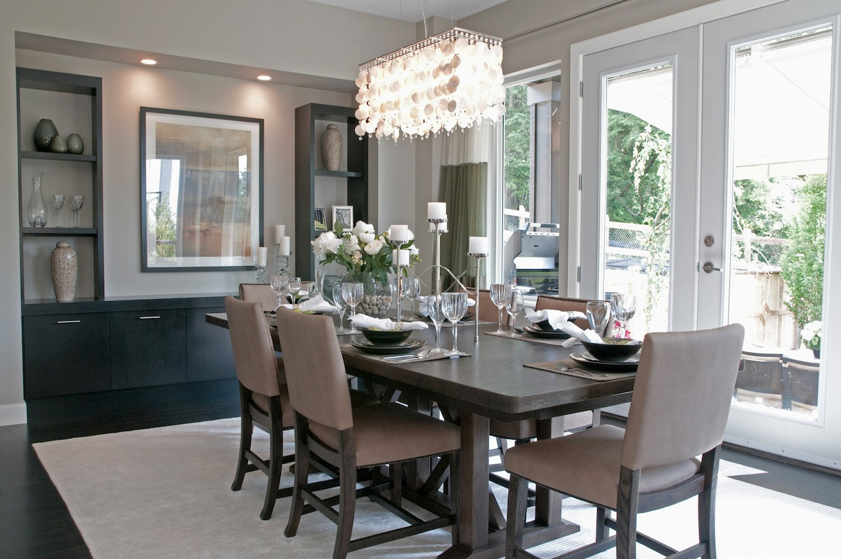 Hosting Your Dinner By A Window Brings In Natural Light, Which Will Help  Brighten And Tie All Your Elements Together.